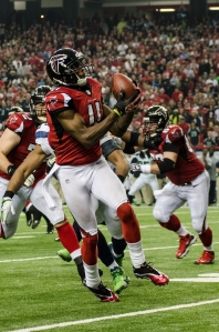 Julio_Jones_catching_a_pass