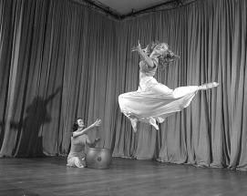 Womens_interpretive_dance_class_(2232415707)